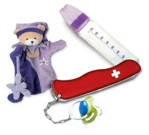 couteau suisse avec bébé