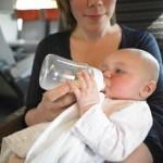 bébé et maman en train