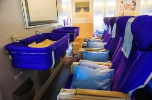 Faire dormir bébé en avion