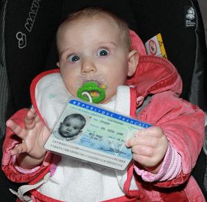faut il une carte d identité pour un bébé en avion Les pièces d'identité pour voyager avec un bébé