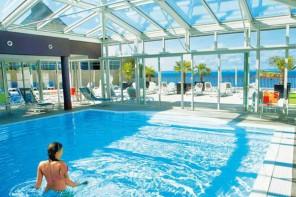 Locations avec piscine couverte dans le nord et l 39 ouest for Centre de vacances avec piscine couverte