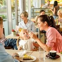 manger avec des enfants en voyage