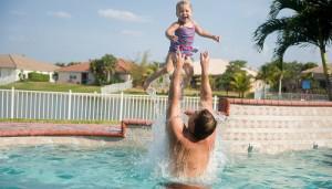 parent baignade piscine