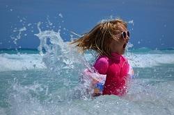 25 activités pour occuper les enfants à la plage