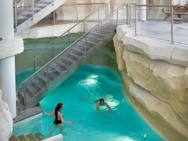Vacances anim es et d tente pr s de tignes en famille for Bourg st maurice piscine