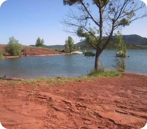 Lac salagou hérault en famille