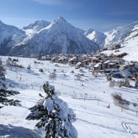Copyright-OfficedeTourismeLes2Alpes-Bruno-LONGOstationhiver2