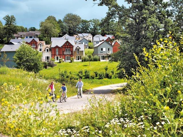 Profitez d 39 un s jour tout confort en famille pr s de deauville for Village vacances normandie piscine couverte