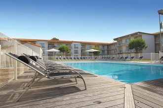residence-la-rochelle-chateau-piscine v2