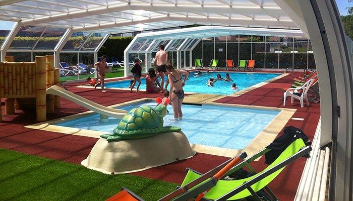 En famille en camping avec parc aquatique en vend e for Camping 5 etoiles vendee piscine couverte