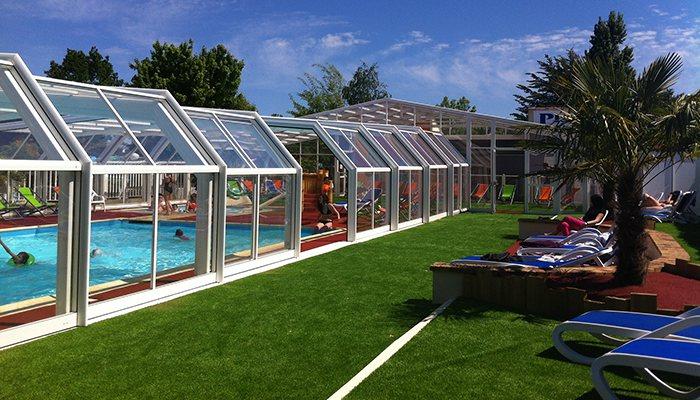 En famille en camping avec parc aquatique en vend e for Camping brest piscine couverte